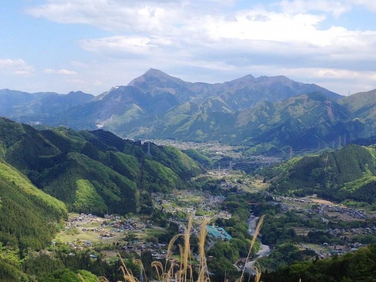 秩父荒川方面からの武甲山