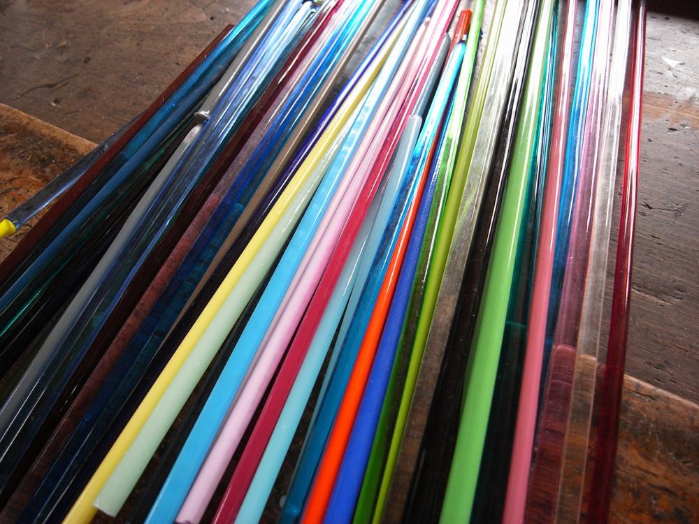 たくさんの色ガラス棒