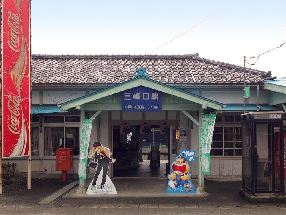 秋の気配の三峰口駅。平日はとっても静かです。
