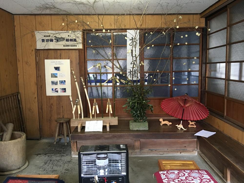 油屋の土間に飾られている小正月(繭玉)飾り