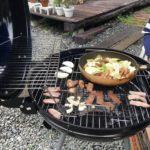 お昼には庭で食材持ち込みのBBQ 肉!