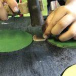 補強材を釘で固定