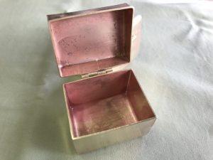 真鍮の箱の中