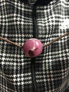 ピンク地のとんぼ玉
